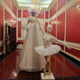Stilt-walker performer bal en blan brampton diwali event Hala on stilts Toronto entertainment white ballgown costume stilter 2017