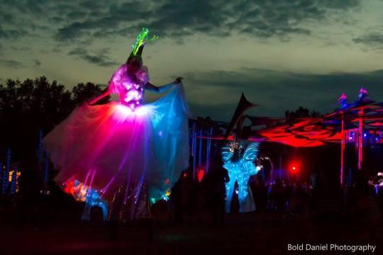stilts LED costume - Crystal Queen stiltwalker at Eclipse Festival Canada 2017 - fiber optics