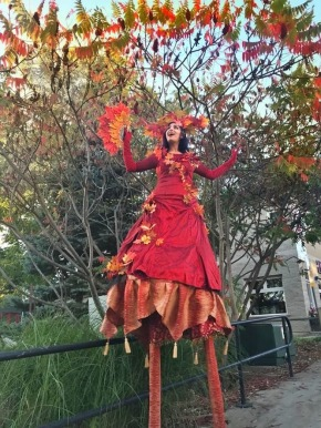 Stilt-walker Echasses Autumn leaves Fall costume Hala on Ssilts 2019
